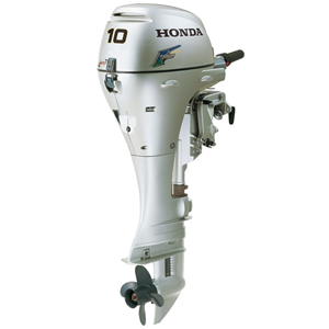 Лодочный мотор Honda BF 10 DK2 SHUПодвесные моторы<br>Honda BF 10 DК2 SHU – двухцилиндровый четырёхтактный двигатель, мощностью в десять лошадиных сил, с специальным водяным охлаждением. Рассчитана на надувные и алюминиевые лодки грузоподьёмностью двое или четверо человек для рыбалки и прогулок на воде.<br>