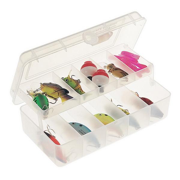 Коробка Plano 3510-01Коробки<br>Коробка для рыболовных принадлежностей, выполнена из ударопрочного пластика, с надежными запорами.<br>