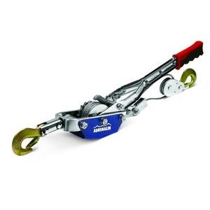 Лебедка ручная Adrenalin Hand Winch 2,5 тонныРучные лебедки<br>Ручная лебедка позволяет вытащить застрявший на бездорожье автомобиль, может быть использована в гараже или на даче для перемещения грузов при монтажных и демонтажных работах.<br><br><br>- Грузоподъемность: 2500 кг;<br>- Длина троса: 3 м.<br>