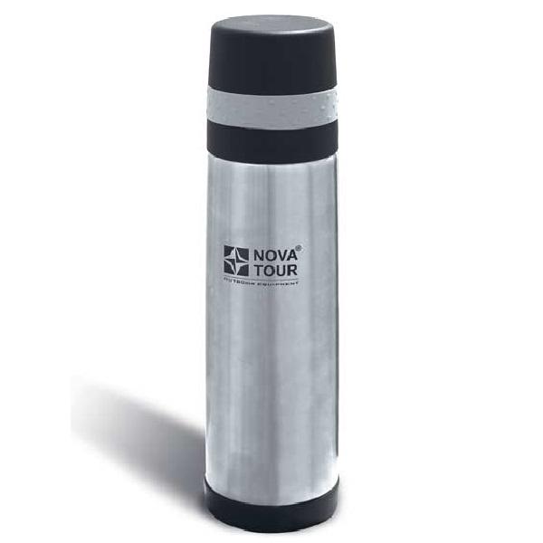 Термос NovaTour Хэнди 700Термосы<br>Вакуумный облегченный термос стального цвета. Хорошо сохраняет тепло. Крышка с ободком из резины. Пробка с поворотным механизмом.<br>