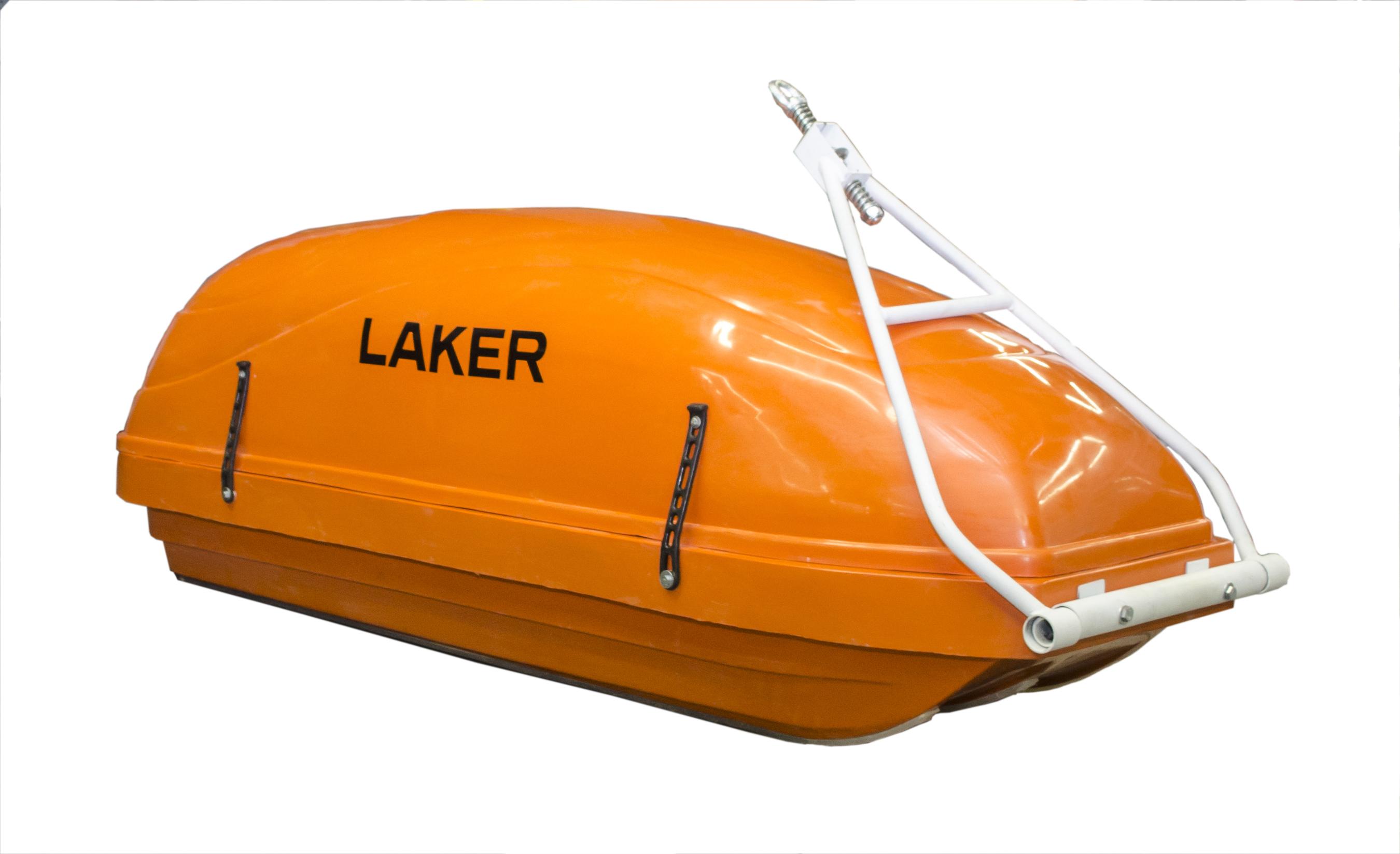 Прицеп LAKER волокушаВолокуши и прицепы для мотобуксировки<br>Волокуши для снегоходов Laker сделаны из морозостойкого пластика по типу багажных боксов на крышу автомобиля. Обеспечивают безопасность любого груза. Можно быть уверенным, что даже при быстром перемещении на снегоходе ваш груз доедет до точки назначения, ...<br>