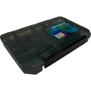 Коробка Tsuribito MP3523AКоробки<br>Удобная пластиковая коробка Tsuribito для хранения и транспортировки приманок. Коробка имеет 17 съемных перегородок, которые позволяют изменять размер каждого отделения. Размер  37,5 х 23,5 х 5см.<br>