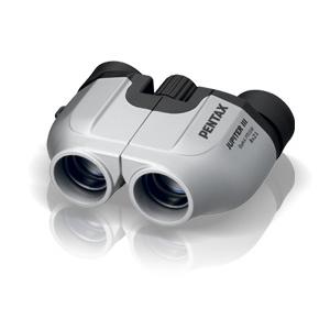 Бинокль Pentax Jupiter III 8x21 SilverБинокли<br>Компактные размеры, хорошее качество оптики и дизайн этого бинокля не оставят равнодушными всех, кто привык видеть в привычной жизни чуть больше остальных. В театре, во время прогулок, и спортивно-зрелищных мероприятий он станет незаменимым спутником.<br>