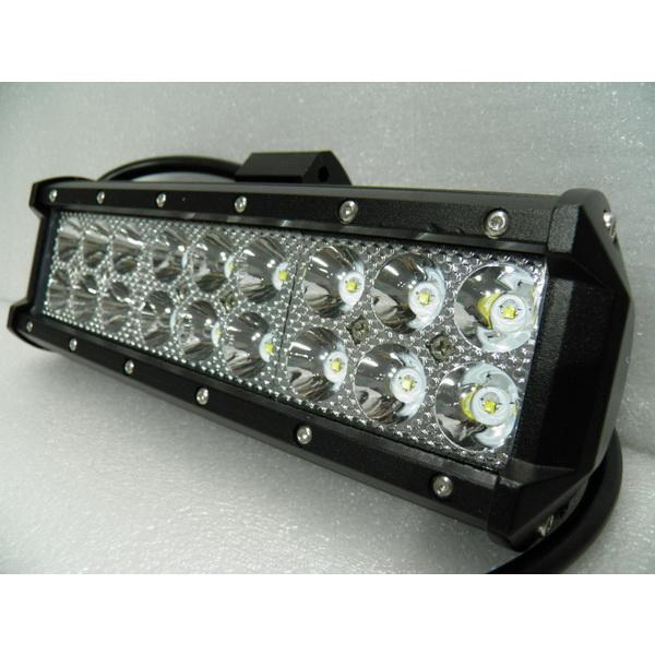 Балка DA С/Д 3400-54W spot beamСветовые приборы<br>Светодиодная фара прямоугольной формы. Насчитывает 3 секции диодов по 6 штук в каждой.<br>