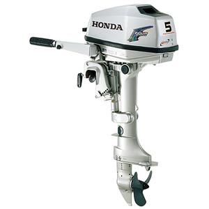 Лодочный мотор HONDA BF5AK2 SBUПодвесные моторы<br>Компактный и портативный лодочный мотор BF 5 от Honda представляет собой новое слово в линейке 1-цилиндровых моторов небольшой мощности.<br>