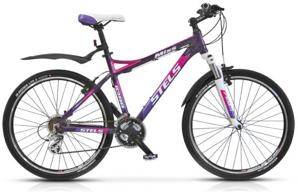 Велосипед Stels Miss-8300 V 26.13Велосипеды Stels<br>Легкий и прочный, женственный и спортивный велосипед Stels Miss 8300! Эта модель включила в себя навесное оборудование Shimano Altus, амортизированную вилку SR Suntour, прочные двойные обода и легкую алюминиевую раму, предоставляя прекрасной половине чело...<br>