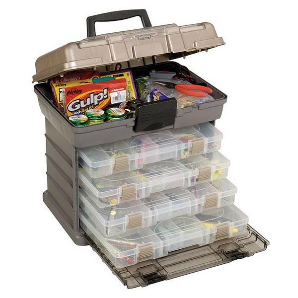 Ящик Plano 1374 1374-01Ящики<br>Ящик для рыболовных принадлежностей, выполнен из ударопрочного пластика, с надежными запорами.<br>