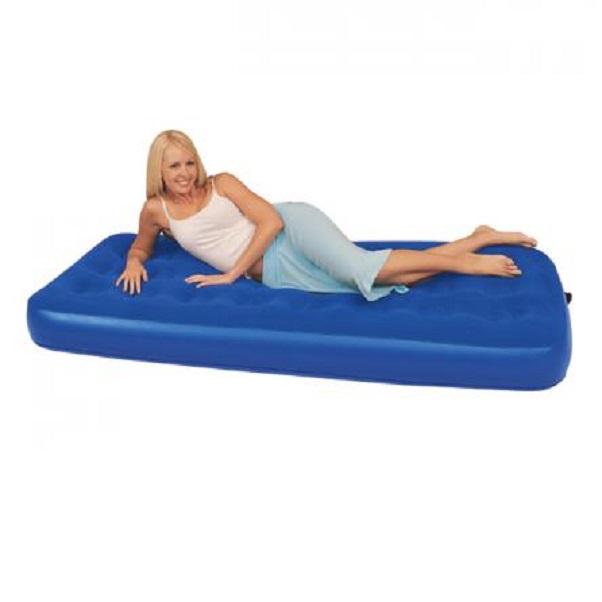 Кровать Bestway надувная  Fashion Flocked Air Bed Twin 67388Раскладушки, кровати складные<br>Эта необычайно удобная надувная кровать поможет вам полноценно отдохнуть даже после очень трудного дня. Специально разработанная поддерживающая система принимает форму тела, верх изделия покрыт нескользящей флокированной тканью<br>