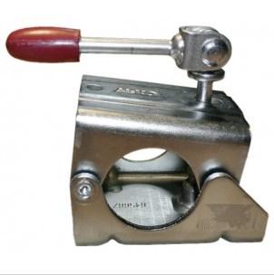 Хомут AL-KO крепления опорного колеса к дышлуАксессуары для прицепов<br>Хомут крепления опорного колеса предназначен для монтажа любого колеса к дышлу прицепа.<br>