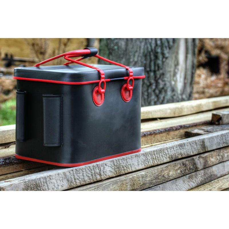 Сумка WIN TEAM рыболовная с держателями для удилищ черная EW-F19954-H (79570)Сумки и рюкзаки<br>Внутреннее пространство позволяет хранить с удобством рыболовные снасти и аксессуары, различные вещи или улов.<br> С боков сумки расположены удобные держатели для удилищ. <br>Для удобства переноски имеется плечевой ремень.<br>