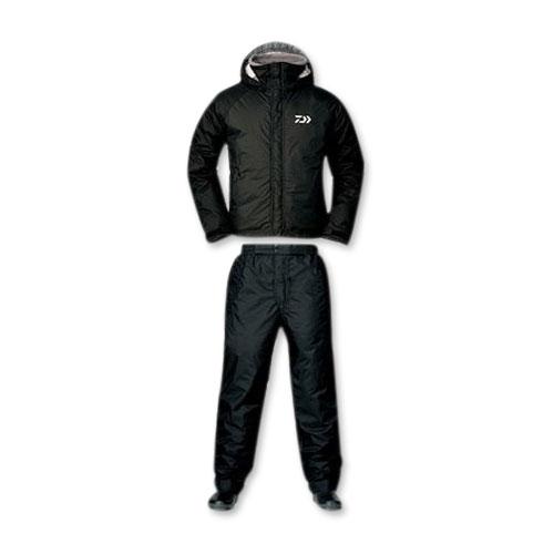 Костюм зимний Daiwa RainMax HI-Loft черный L  (67662)Костюмы/комбинезоны<br>Универсальный костюм для рыбалки и активного отдыха DW-3503 выполнен из современного материала RAINMAX® от фирмы Daiwa . Данный материал обеспечит комфортное пребывание на природе при сильном ветре, дожде или отрицательной температуре за счёт дышащих свой...<br>