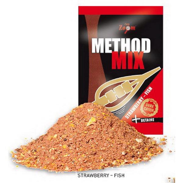 Прикормка Carp Zoom Method Mix 1кг ( клубничная рыба )Прикормки<br>Методная прикормочная смесь. При заполнении ею кормушки, прикормка хорошо обволакивает стенки<br>