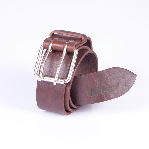 Ремень ALASKA кожаный 115 см, коричневый, ТМ HiterРемни<br>Мужской ремень из натуральной кожи. Квадратная пряжка с креплением на винте легко переставляется самостоятельно, на пряжке логотип Hiter. Метки для подгонки по фигуре проставлены, родная длина изделия 130, 115, 100 см. Внутренняя сторона ремня выполнена...<br>