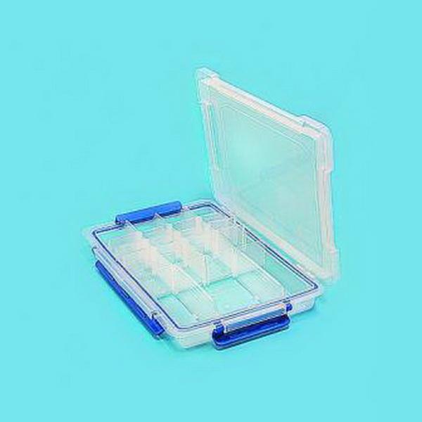 Коробка Salmo рыболов. пласт. 91Коробки<br>Фирменная коробка для хранения рыболовных принадлежностей (крючков, карабинов, вертлюгов, грузил). Изготовлена из пластикового материала. Имеются съемные перегородки. Благодаря коробке можно всегда поддерживать снасти в порядке и сохранности. Коробка полн...<br>