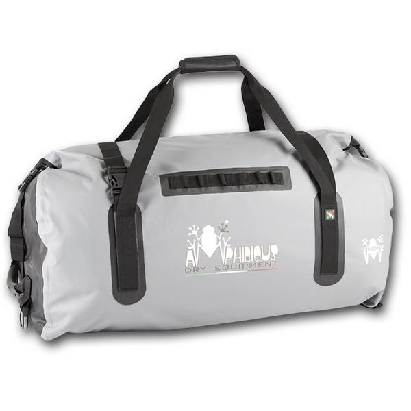 Сумка Amphibious Cargo 80 л. (Серый) (81370)Сумки<br>Крепкая и надежная сумка, предназначенная для интенсивного использования с большим нагрузками. Имеет плоское дно и большое основное отделение для транспортировки объемных вещей.<br>