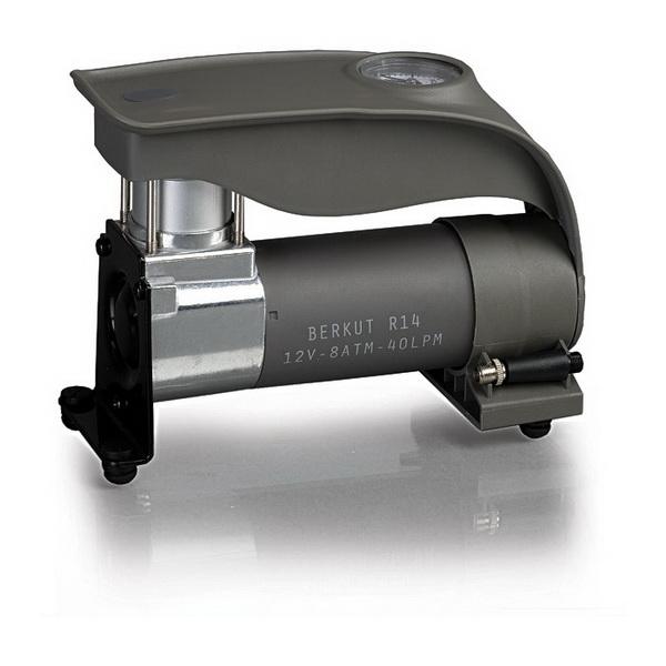 Компрессор Berkut автомобильный R14Другое<br>Небольшой автомобильный компрессор. Он накачивает шины легковых автомобилей, квадроциклов, мотоциклов и велосипедов.<br>
