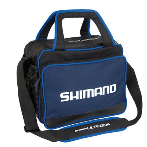 Сумка Shimano Super Ultrega Bait SHSUL09Сумки и рюкзаки<br>Качественная сумка, оснащенная передним карманом и двумя прорезиненными карманами по бокам. Основное отделение обладает термической стойкостью.<br>