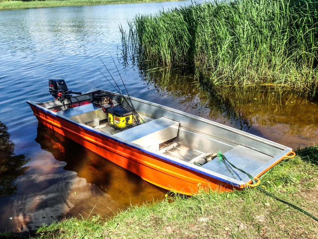 Изображение 1 : Лодка которая вообще не боится волны!